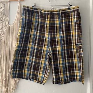 Beverly Hills Polo Club // men's plaid shorts EUC